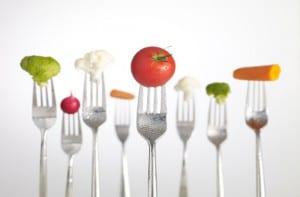 Verduras pinchadas en tenedores