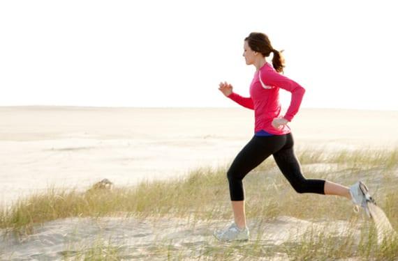 Mujer haciendo footing