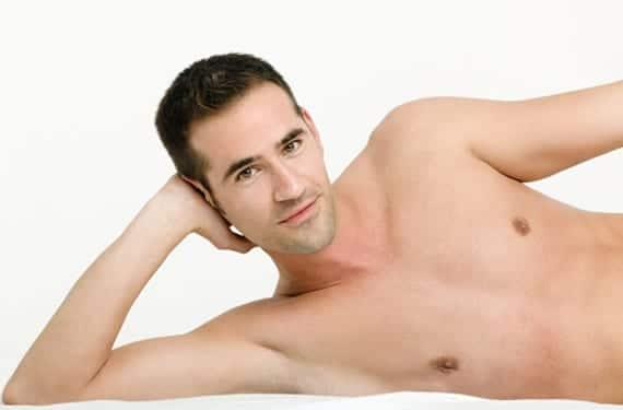 Hombre torso desnudo
