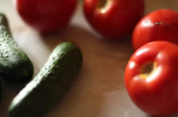 Tomates y pepinos