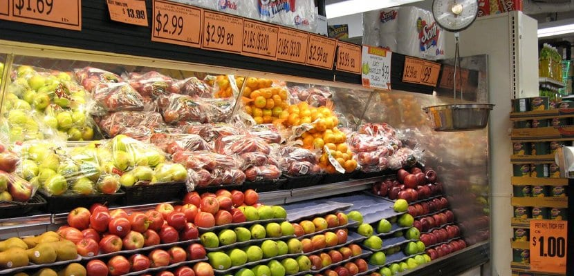 Frutas y verduras en el supermercado