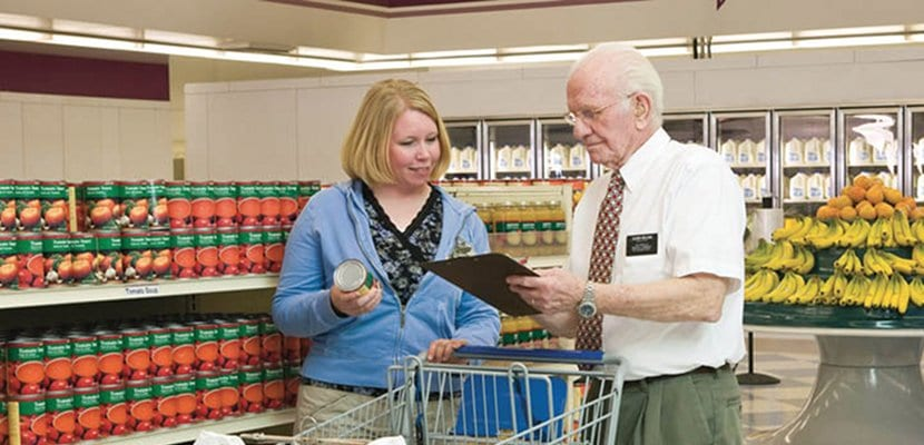 Mujer hace la compra