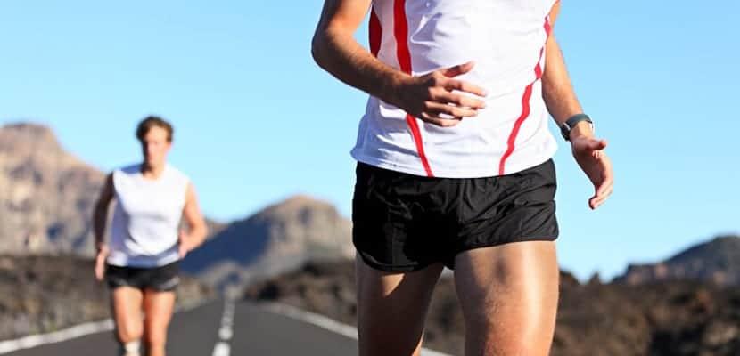 hombres corriendo
