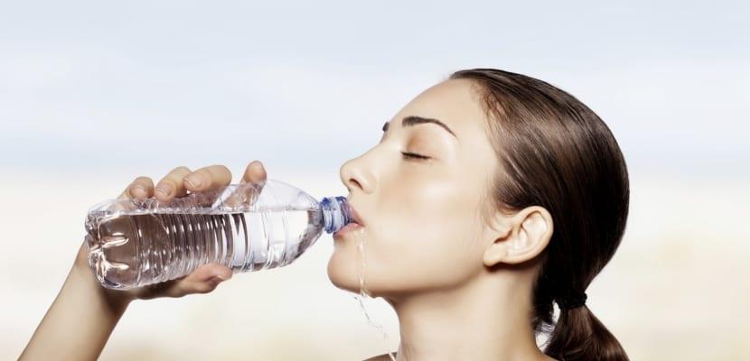 tomando-agua