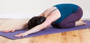 Postura de yoga para el dolor de cabeza