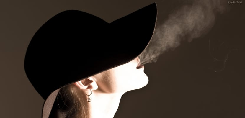 una-chica-fumando-cigarro