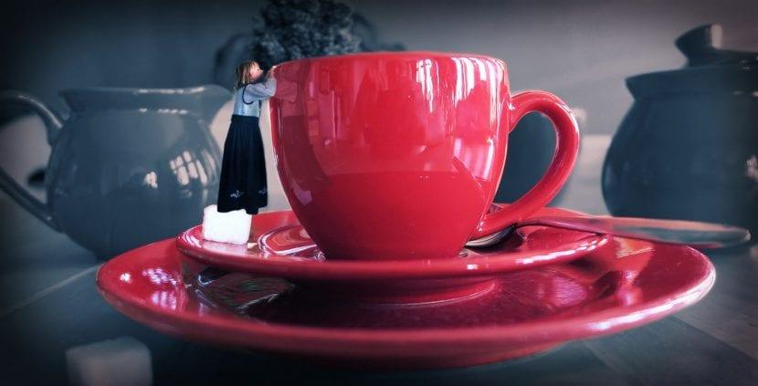 Taza con te rojo