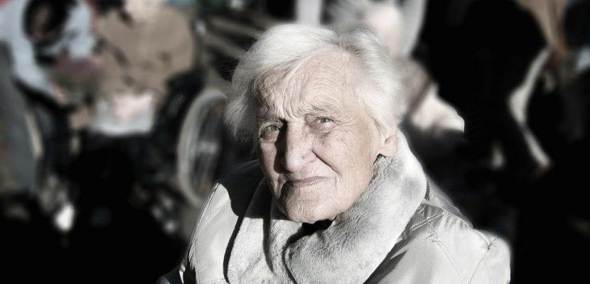 abuela con demencia