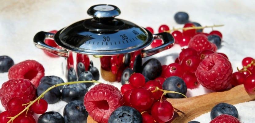frutos rojos y cacerola