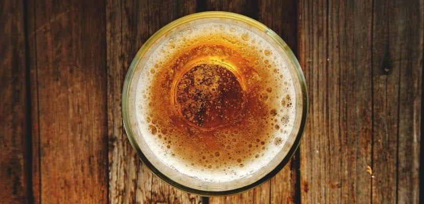 cerveza con espuma