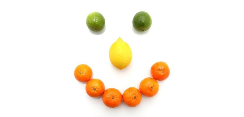 Cara sonriente con fruta