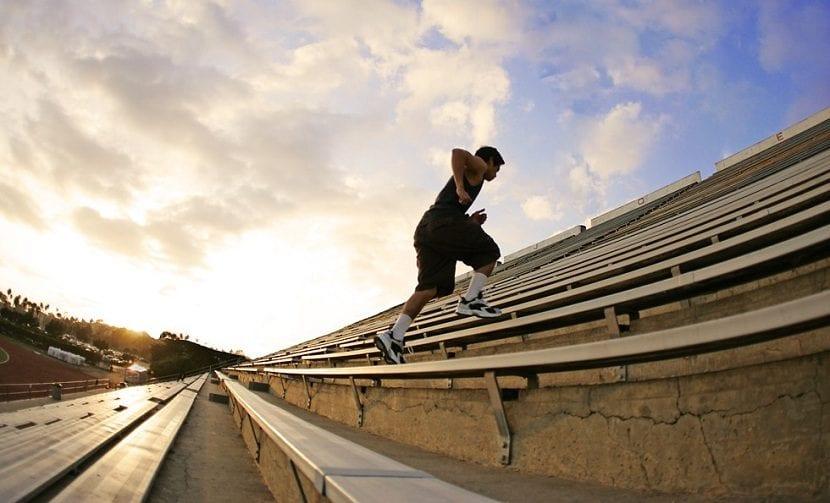 beneficios de entrenar subiendo escaleras