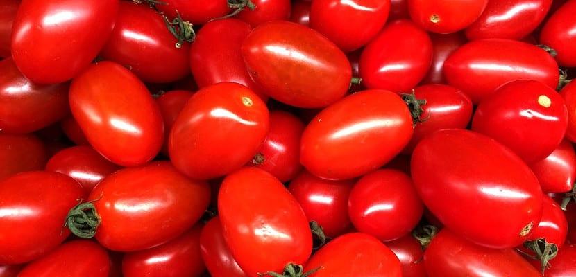Tomate cherry alargado