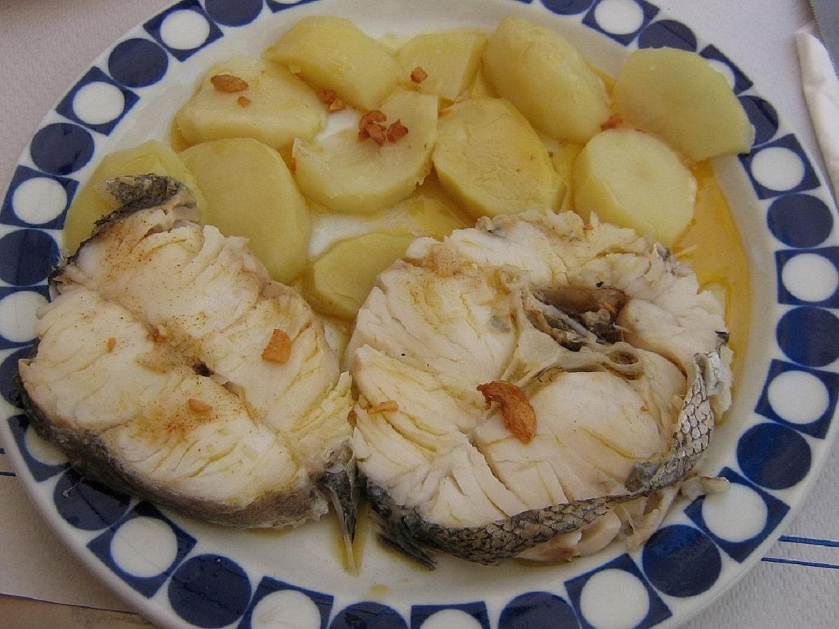 Rodajas de merluza con patatas